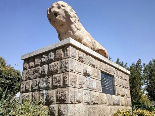 مجسمه شیر سنگی، همدان
